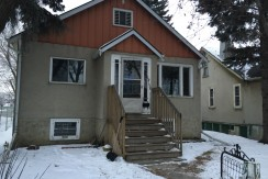 2+1 Bedroom Full house. DELTON. $1400/month pet friendly