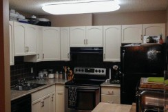 Renovated 2 bed 2 bath with In suite Laundry. Beaumaris lake $1300