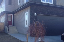 Custom Built 4 bed 2.5 bath, Carlton. $2299