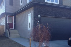 Custom Built 4 bed 2.5 bath, Carlton. $2000