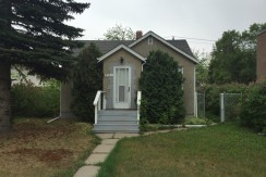 Cozy 2 bedroom home located in the great Neighbourhood of Forest Heights.