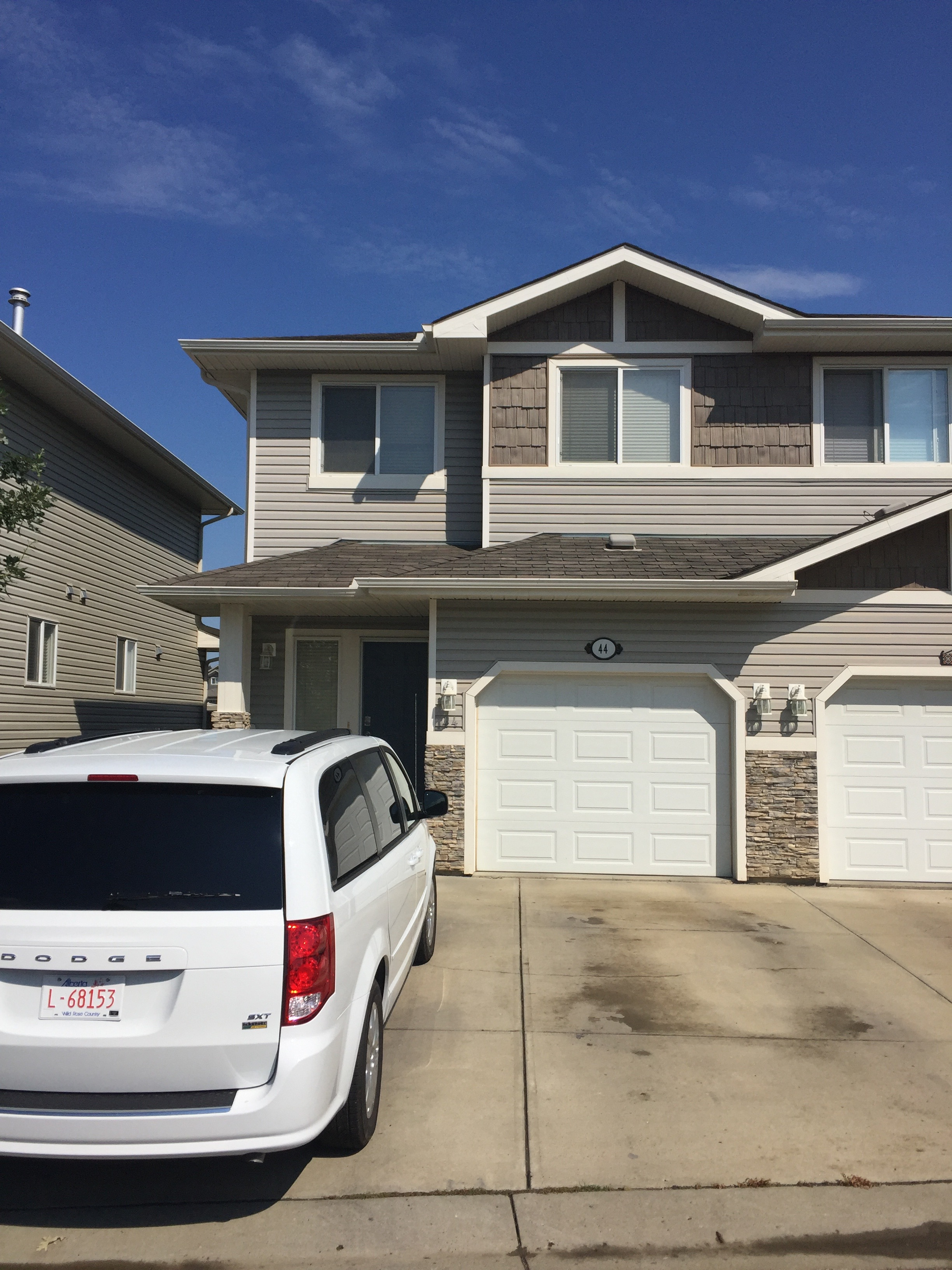 3 bedroom 3.5 bath duplex. ST-ALBERT. Finished basement