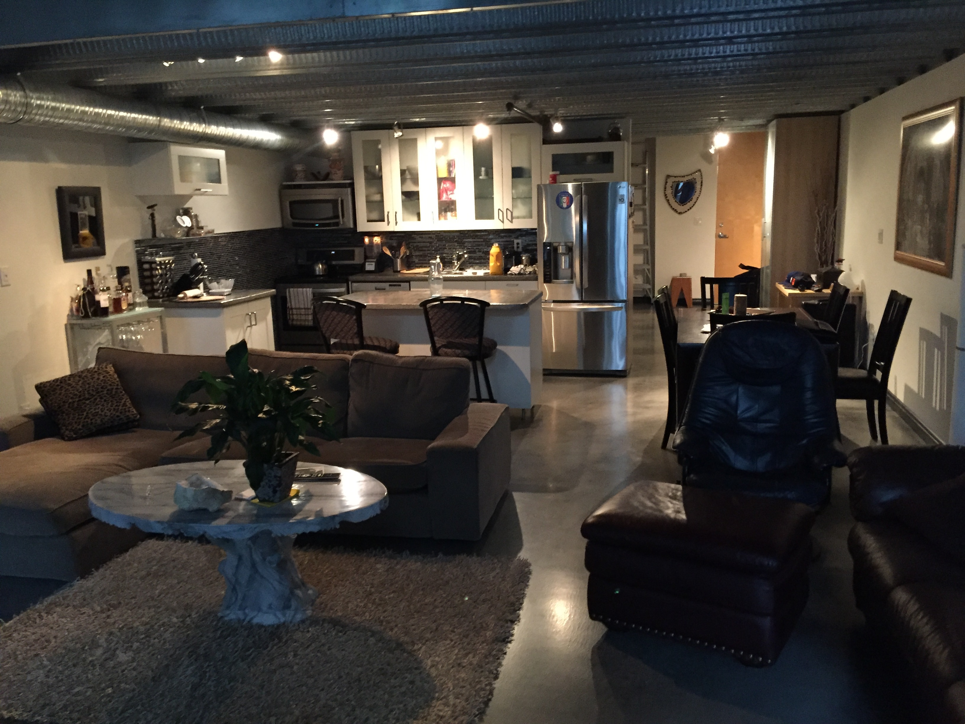 LUXURY DOWNTOWN 2 LEVEL LOFT, Fully furnished ICE DISTRICT.