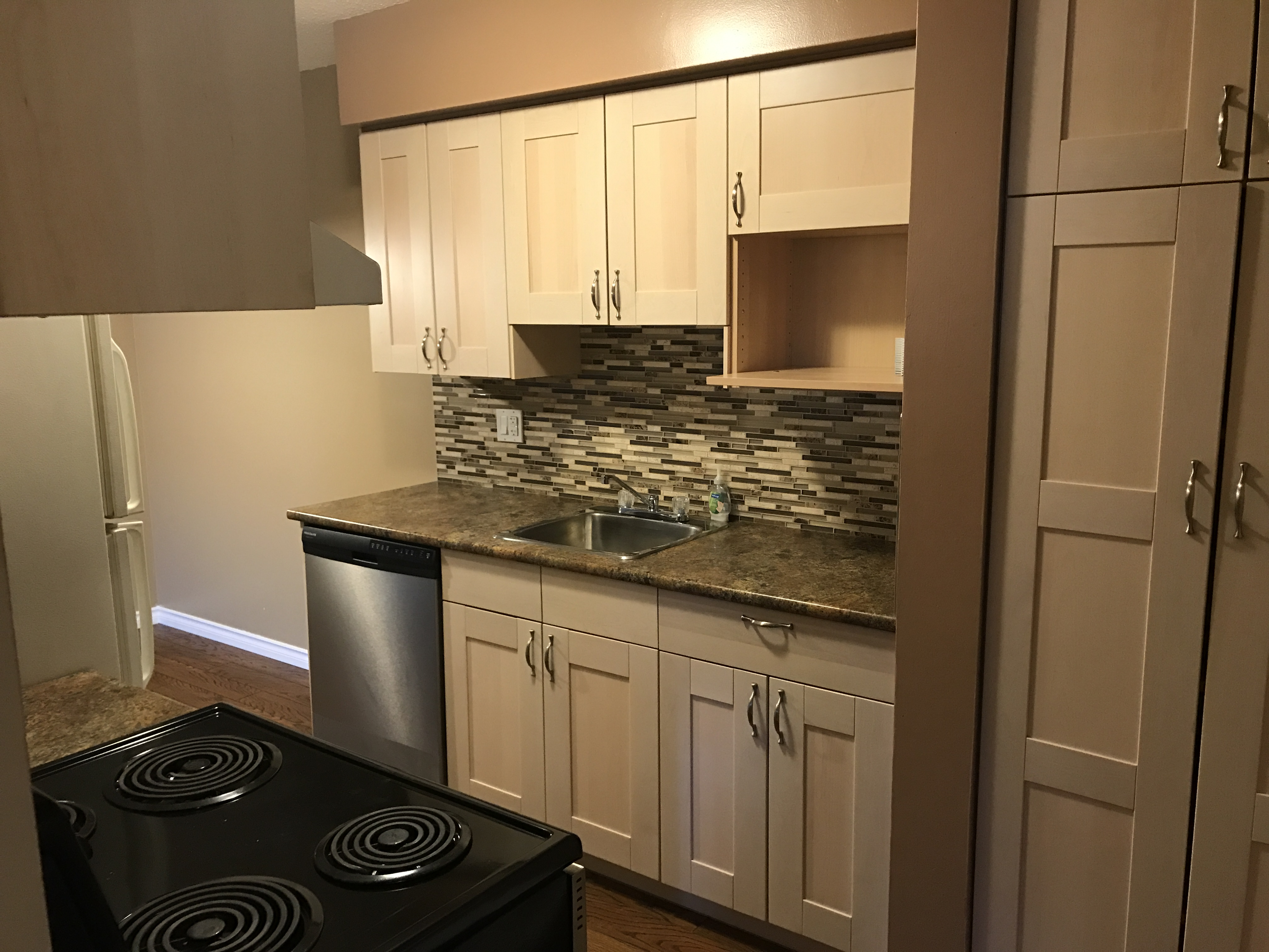 Renovated 3 Bedroom Townhouse. Located in Kildare. $1199/month
