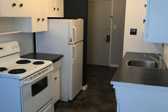 2 bedroom 1 bath Apartment, Queen Mary Park. $900/month