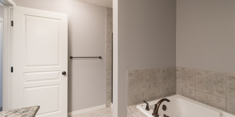 006 bathroom 003