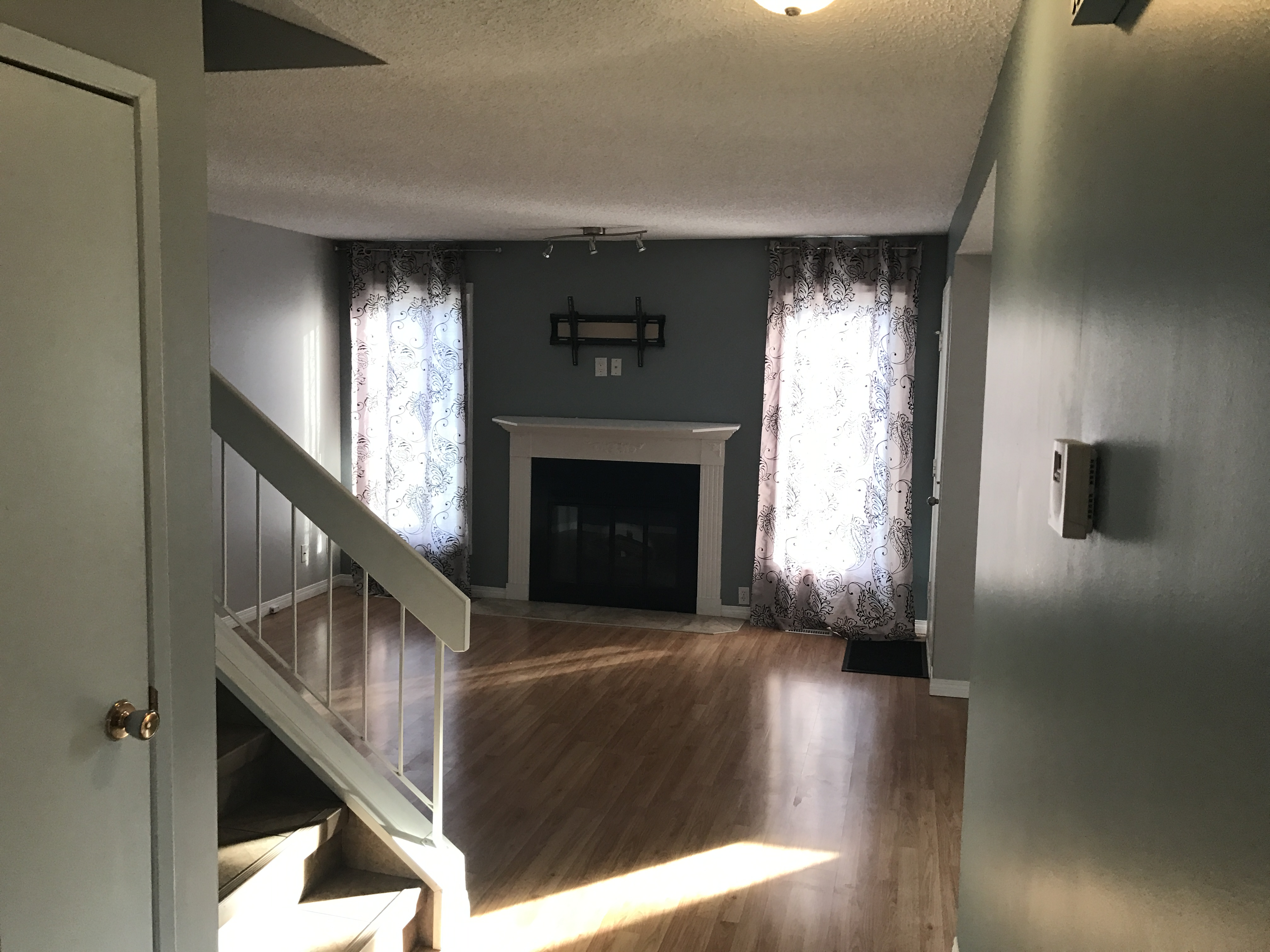 3 bedroom 2 bath Townhouse/FINISHED basement $1400/month