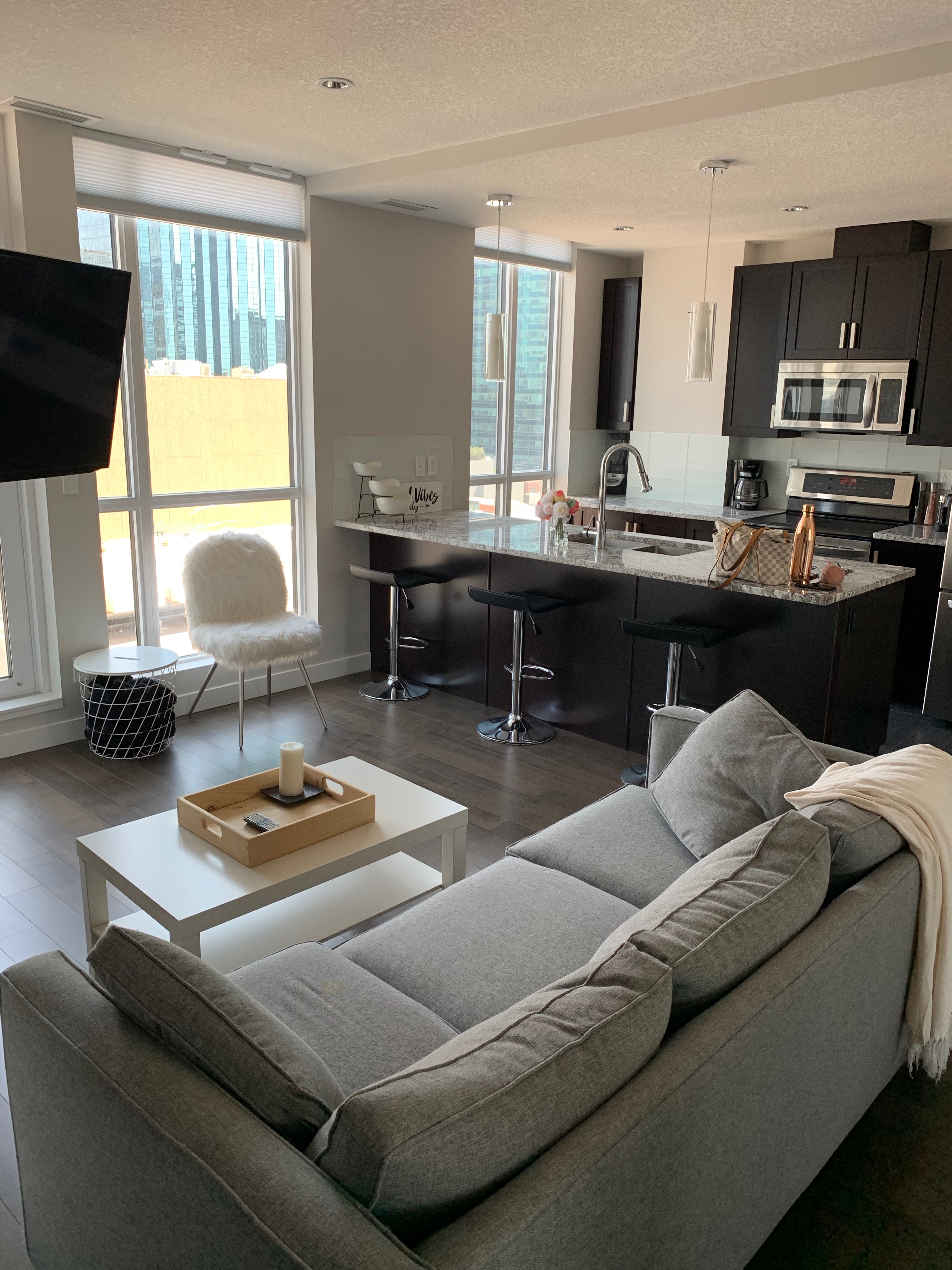 Fully Furnished 1 bed 1 bath in THE ULTIMA TOWER Downtown. $2000