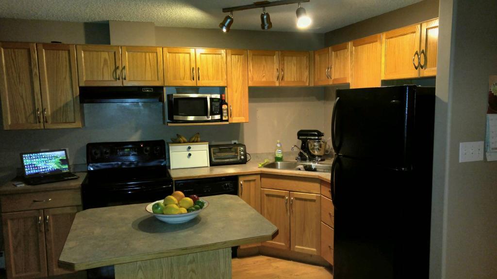 2 bed 2 bath condo In South East Edmonton. $1200/month