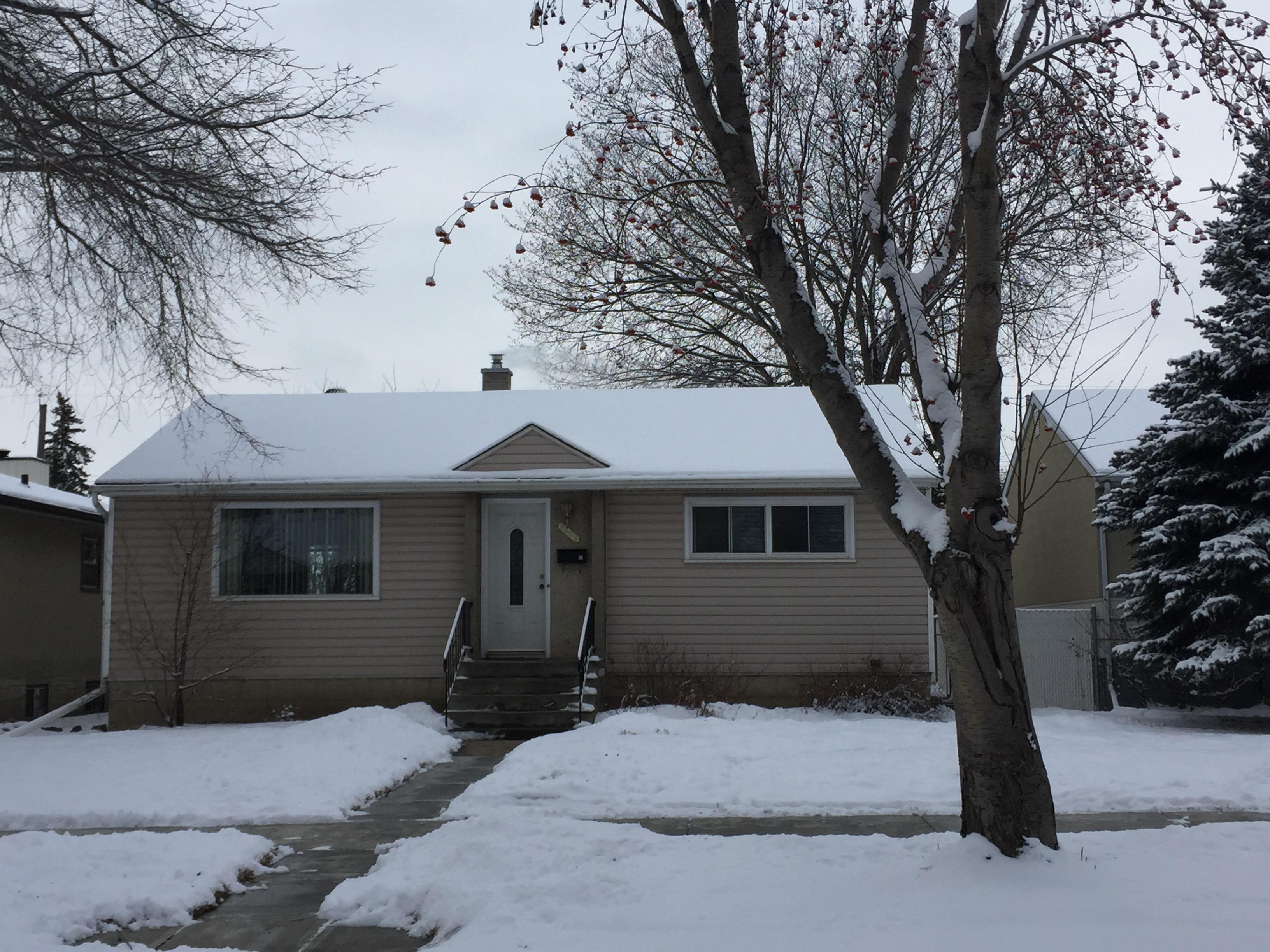 2 bedroom upper level, Southside, Garage…$1250/month