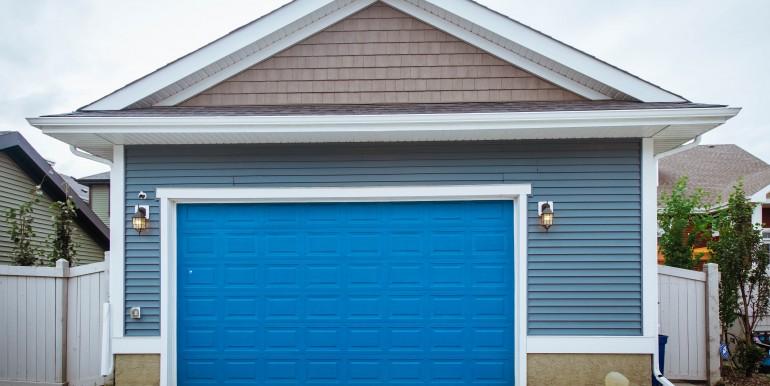 01 Exterior - 03 garage 00